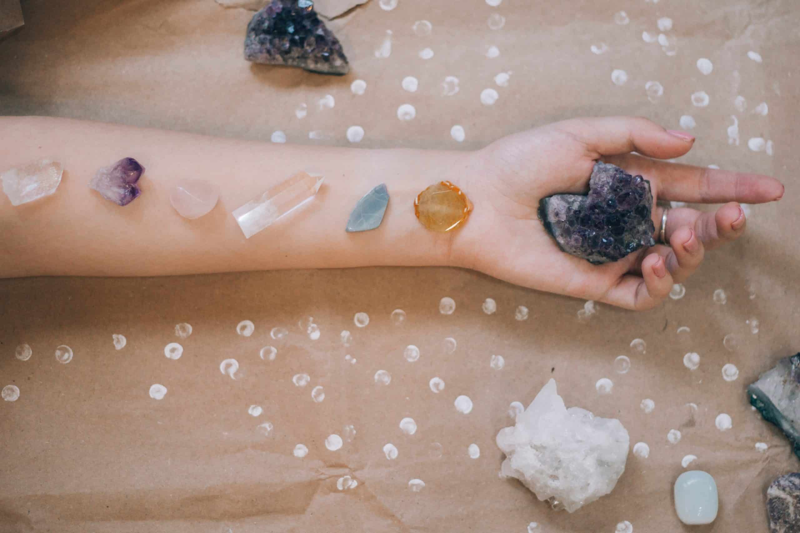 CRYSTAL CRASH COURSE: A BEGINNER'S GUIDE TO HEALING CRYSTALS